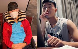 """Xuân Trường khoe ngồi máy tính ra dáng """"chủ tịch"""", bị """"dìm"""" ngay ảnh chụp ở sân bay"""