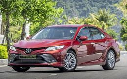 Toyota Camry hạ giá 'cực sâu': Cú ra đòn tất tay - ẩn sau đó là gì?