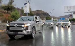 Choáng ngợp cả dàn Toyota Land Cruiser mới cứng ra phố, nhưng khó hiểu là về thời điểm