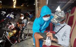 Rớt nước mắt cảnh chàng trai một mình đi xe lăn 7 ngày từ Sài Gòn về Phú Yên: Anh ấy ngồi còn không vững