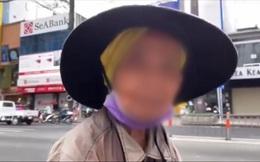 Cụ bà U90 nhặt hộp xôi vứt trên đường để ăn, kiên quyết từ chối nhận giúp đỡ của nam thanh niên lạ mặt