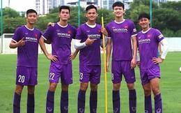 """""""Nấm lùn"""" nhất đội tuyển nhưng lại đứng cạnh đàn em 1m83, Minh Vương đắng lòng: """"Lần sau đăng ảnh nhớ kéo chân anh lên nhé"""""""