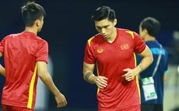 Văn Hậu và bước chân tập tễnh lên tuyển Việt Nam khiến người hâm mộ lo lắng