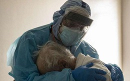 F0 mắc bệnh nặng vượt qua cơn nguy kịch kể chuyện cảm động về phút cuối của bà cụ 84 tuổi trong bệnh viện COVID-19