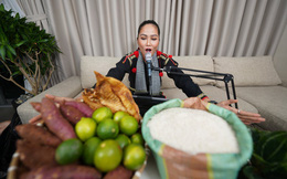 """H'Hen Niê lần đầu livestream bán toàn nông đặc sản Đồng Tháp, """"mát tay"""" chốt 1.200 đơn hàng"""