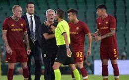 Mourinho bị đuổi ở trận đấu 'điên rồ' của AS Roma