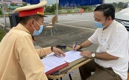 """Chở khách """"chui"""" từ Hà Nội lên Lào Cai, tài xế bị phát hiện vì dừng đỗ trái phép trên cao tốc"""