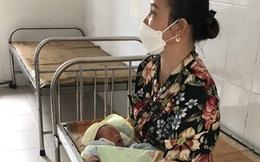 Bé gái sơ sinh bị bỏ rơi trước cửa nhà cùng bức thư 'mẹ xin lỗi con'