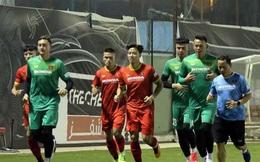 HLV Park Hang-seo chọn thủ môn Văn Lâm hay Tấn Trường?