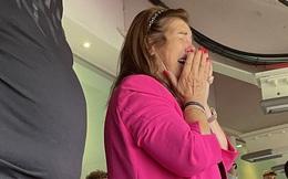 Mẹ CR7 bật khóc khi ngồi trên khán đài xem con trai ghi bàn cho MU
