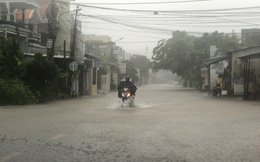 Quảng Ngãi mưa trắng trời, nhiều nơi ngập nặng, lũ lên nhanh