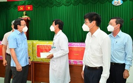 Bí thư Thành ủy TP HCM Nguyễn Văn Nên thăm Bệnh viện Điều trị Covid-19 Cần Giờ