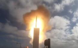 """Cận cảnh Hải quân Mỹ phóng thành công tên lửa SM-6 từ """"tàu ma"""" USV Ranger"""