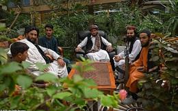 """Taliban """"lác mắt"""" vì cung điện xa hoa bậc nhất của cựu Phó tổng thống Afghanistan: Chỗ nào cũng """"sặc mùi tiền"""""""