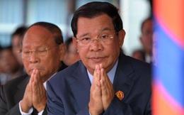 """Đối thủ choáng váng khi đang họp kín thì ông Hun Sen """"nhảy vào"""", tuyên bố làm chuyện động trời"""