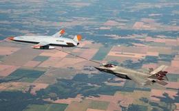 Video máy bay không người lái Mỹ lần đầu tiên tiếp liệu trên không cho tàng hình cơ F-35