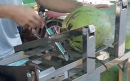 Ở Việt Nam có loại máy 'tự chế' thọt lủng trái dừa trong 1 nốt nhạc, mấy anh Tây nhìn vào cũng sửng sốt vì công nghệ quá đỉnh!
