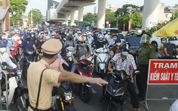 Ngày 18/9, Việt Nam thêm 9.373 ca mắc mới, 220 ca tử vong. TP.HCM phát hiện 135 trường hợp F0 'đi trên đường', 50 người có giấy đi đường