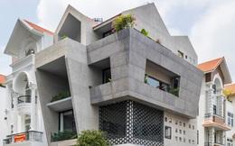 Mãn nhãn với ngôi nhà phố nhiều mái ngói và những bức tường đổ xiêu tại Tp.HCM