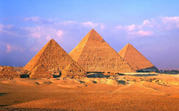 Khám phá kim tự tháp Ai Cập đầu tiên và người xây dựng nó