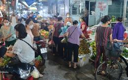 Ảnh: Hà Nội vừa nới lỏng giãn cách xã hội, người dân ra đường từ tờ mờ sáng, chợ dân sinh tấp nập người mua kẻ bán