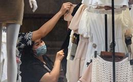 Hà Nội: Phố thời trang, nội thất mở cửa công khai dù chưa được phép