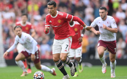 """Ronaldo bị """"cướp trên tay"""", Man United thua đớn đau ngay trên Old Trafford"""