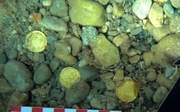 Đi lặn biển, tình cờ tìm được hàng chục đồng tiền vàng 1.500 năm