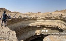 Lần đầu tiên có đoàn thám hiểm chạm tới đáy ''giếng địa ngục'' triệu năm tuổi ở Yemen