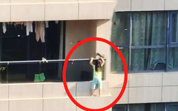 Hoảng hồn cảnh bé gái 4 tuổi đu bám ngoài ban công tầng 11