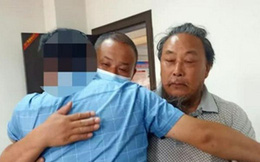 Đoàn tụ gia đình sau 30 năm bị bắt cóc, người đàn ông ôm bố khóc nức nở
