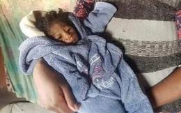Vừa sinh con gái nhỏ, mẹ rụng rời tay chân khi nhìn thấy gương mặt của em bé, hình ảnh đau lòng khiến ai cũng thương cảm