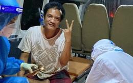 TNV F0 bị thương được bác sĩ trưng dụng xe cứu thương làm phòng tiểu phẫu: Nụ cười tươi khiến dân mạng xúc động