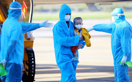 Chuyến bay đặc biệt đón 205 phụ nữ mang thai và trẻ nhỏ từ tâm dịch phía Nam về Hà Tĩnh