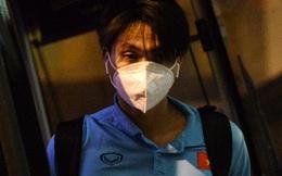 Hình ảnh hiếm hoi từ phòng y tế của ĐT Việt Nam: Tuấn Anh tự tập luyện, Trọng Hoàng cùng Tiến Linh được bác sĩ mát xa