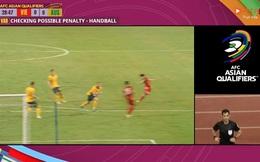 Còi vàng V.League: Bóng trúng tay hậu vệ Australia, nhưng trọng tài không thổi 11m là đúng