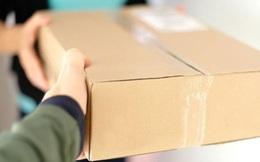 Vừa mở gói bưu phẩm được gửi đến, người phụ nữ sợ xanh mặt, vội báo ngay cảnh sát vì thứ bên trong quá đáng sợ