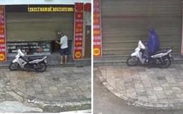 Chủ quan dịch bệnh vắng, người đàn ông bị 2 đối tượng rình lấy trộm chiếc xe máy trước nhà