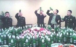 Quân ủy TƯ Trung Quốc cấm rượu, cổ phiếu Mao Đài sụt thê thảm