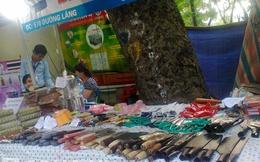 Hội chợ Trung thu trẻ em: Bán cả... coóc-xê lẫn dao kéo