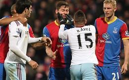 """Người cũ Man United nổi điên, """"tẩn"""" đối phương trên sân"""