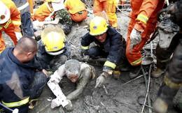 TG 24h qua ảnh: Nhân viên cứu hộ nhẫn nại giải cứu người mắc kẹt trong bê tông