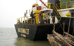 """Cận cảnh hoang tàn bên trong con """"tàu ma"""" trôi dạt trên biển"""