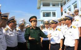 Bộ trưởng Phùng Quang Thanh kiểm tra Lữ đoàn tàu ngầm