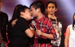 """Clip sự thật """"nụ hôn đồng giới"""" của Quang Anh The Voice Kids"""