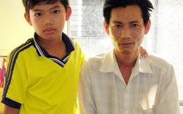 Bé trai 12 tuổi bỏ học nuôi cha mẹ mắc bệnh quái ác