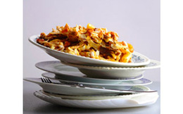 Có thể bị sỏi thận nếu ăn thức ăn nóng để trong đồ nhựa