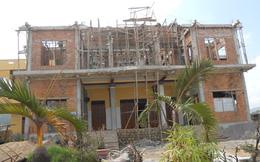 Sập trần chánh điện chùa đang xây, 5 người bị thương
