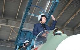 Thủ tướng Nguyễn Tấn Dũng trên 'Hổ mang chúa' SU-30 MK2