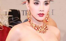 """Trang Nhung gây ngộp thở vì ngực """"khủng"""""""
